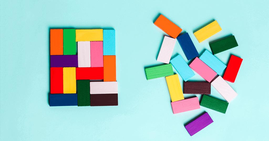 Fichas de colores en orden y en desorden